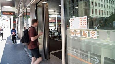 Die Öffnungszeiten der Migros im Neumarkt werden schon bald angepasst. Auch jene des Coop City am Bohl ändern sich.