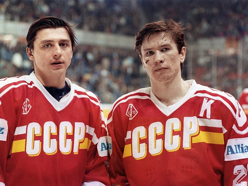 Andrej Chomutow (links) und Wjatscheslaw Bykow führten die Sowjetunion 1990 zum WM-Titel in Bern und Freiburg. Freiburg wurde danach ihre Heimat