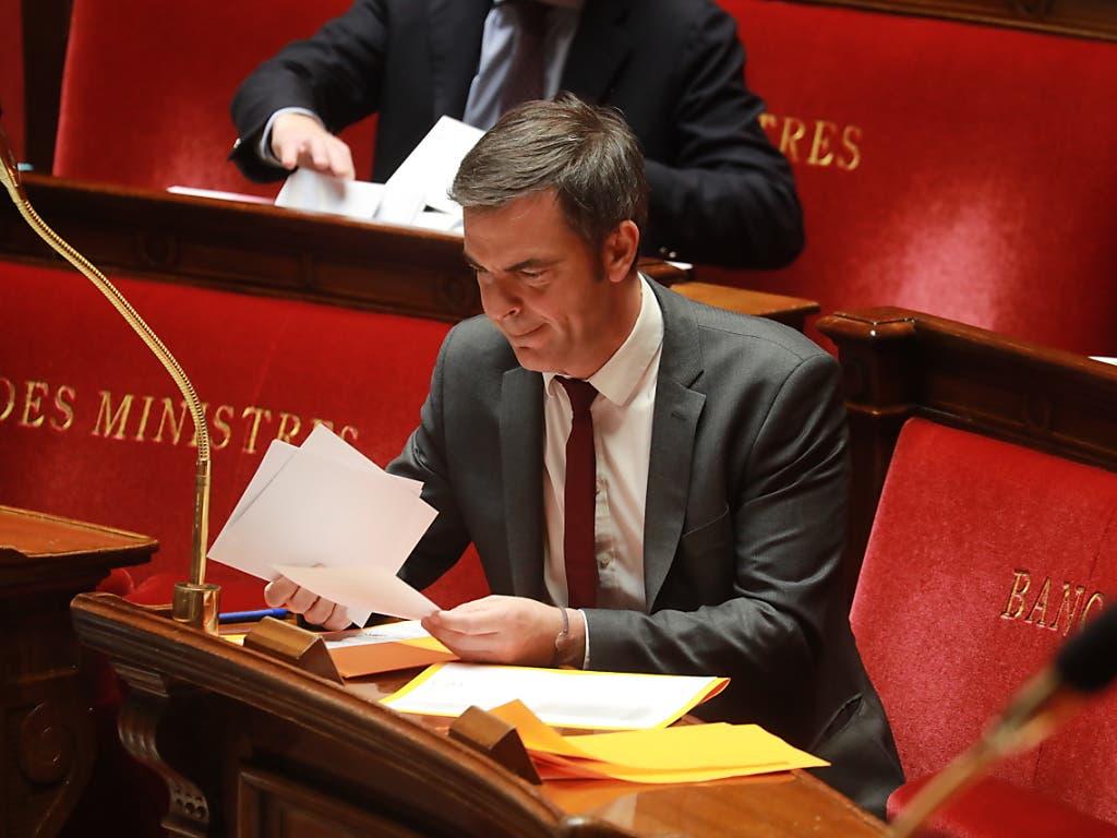 Grosses Fragezeichen hinter Ferien im Sommer an französischen Stränden: Frankreichs Gesundheitsminister Olivier Veran würde persönlich kein Flugticket kaufen.