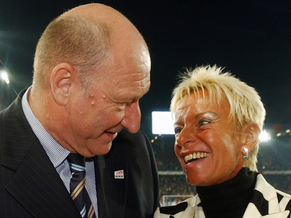 FCB-Legende Karl Odermatt zusammen mit Vorstandsmitglied Gigi Oeri