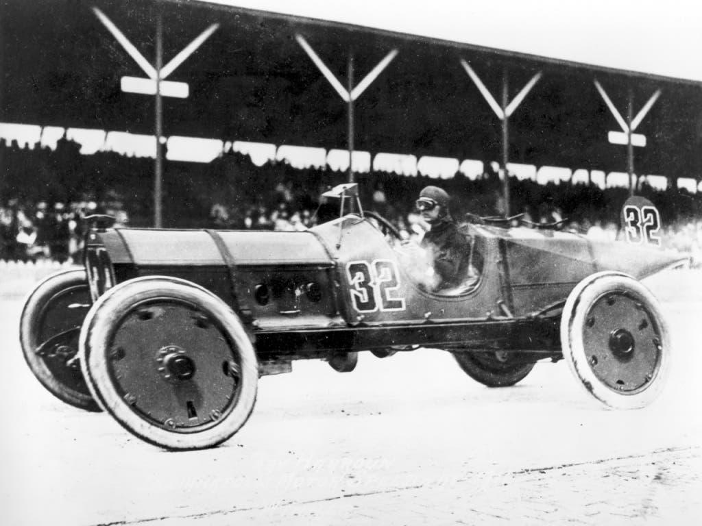 Ray Harroun gewann in einem Auto der Firma Marmon die Premiere des 500-Meilen-Rennens von Indianapolis.