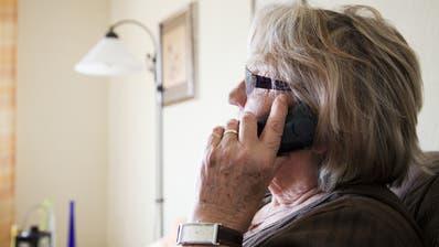 Beim Contact-Tracing werden die engen Kontaktpersonen im Umfeld eines Erkranktentäglichangerufen. (Christopher Clem Franken)