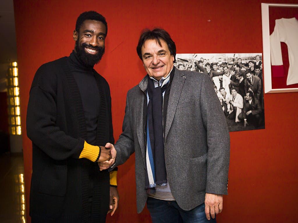 Christian Constantin (rechts) verpflichtet immer wieder gerne gestandene Spieler wie Johan Djourou