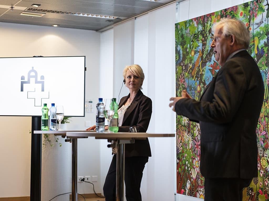 Mit Nationalratspräsidentin Isabelle Moret (FDP/VD) und Ständeratspräsident Hans Stöckli (SP/BE) stellten sich am Dienstag erstmals die Präsidierenden der Eidgenössischen Räte in einem Live-Video-Chat den Fragen der Bevölkerung.