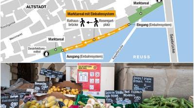 Blumenstand auf dem Rosengartplatz– Impression vom letzten Verkaufstag des Wochenmarkts vor dem Lockdownan der Reuss in Luzern. (Bild: Patrick Hürlimann (Luzern 17. März2020))