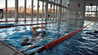 Das Schwimmbecken im Luzerner Hallenbad. ((Bild: Nadia Schärli, Luzern 5. November 2015))