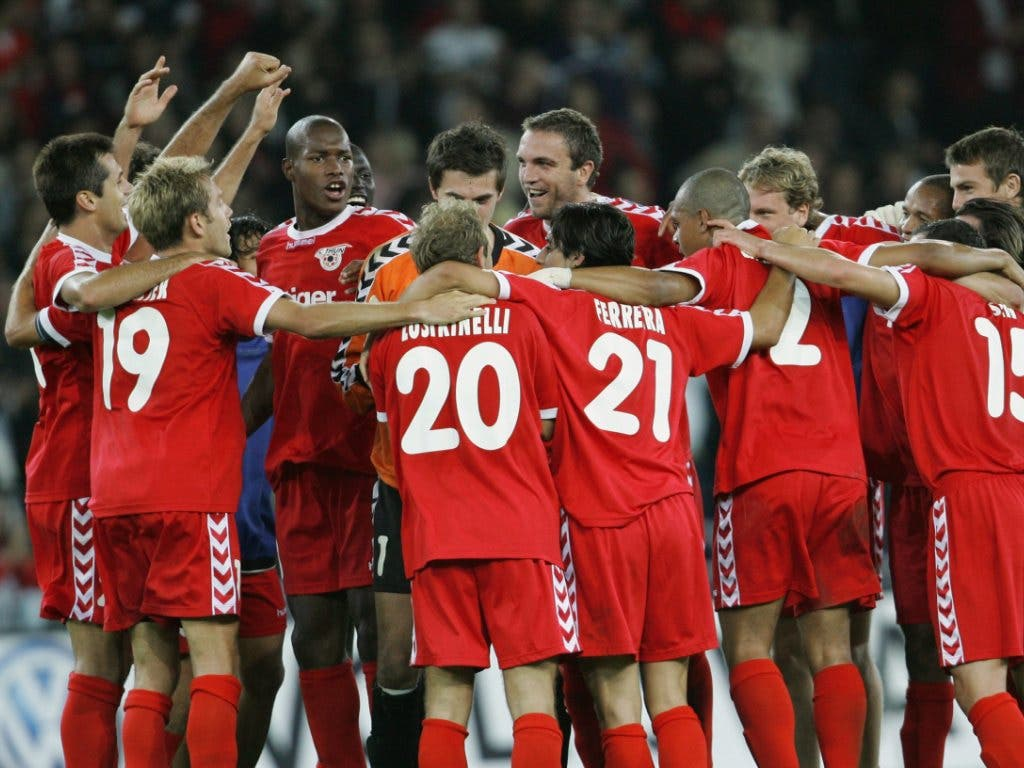 Die Thuner Spieler feiern den 3:0-Heimsieg gegen Malmö