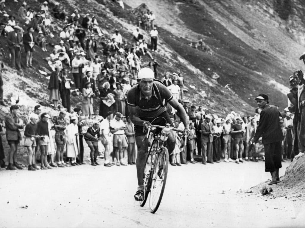 Gino Bartali war auch im Ausland erfolgreich: 1948 fährt er zum Sieg in der Tour de France