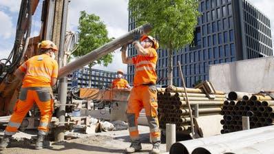 Viele Arbeitnehmer sind in der Schweiz derzeit auf Kurzarbeit (Symboldbild). (Keystone)