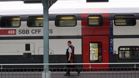 Der Schnellzug nach Zürich im Bahnhof Romanshorn. Ab 2035 soll er in der Nebenverkehrszeit nicht mehr fahren. ((Bild: Susan Basler))