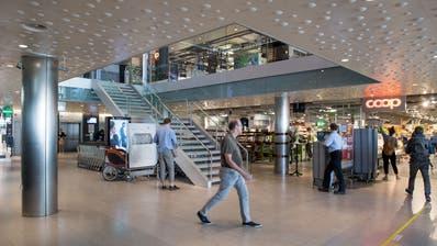 Blick in die Ladenstrasse des Löwencenters. ((Bild: Eveline Beerkircher, Luzern 7. Mai 2020))