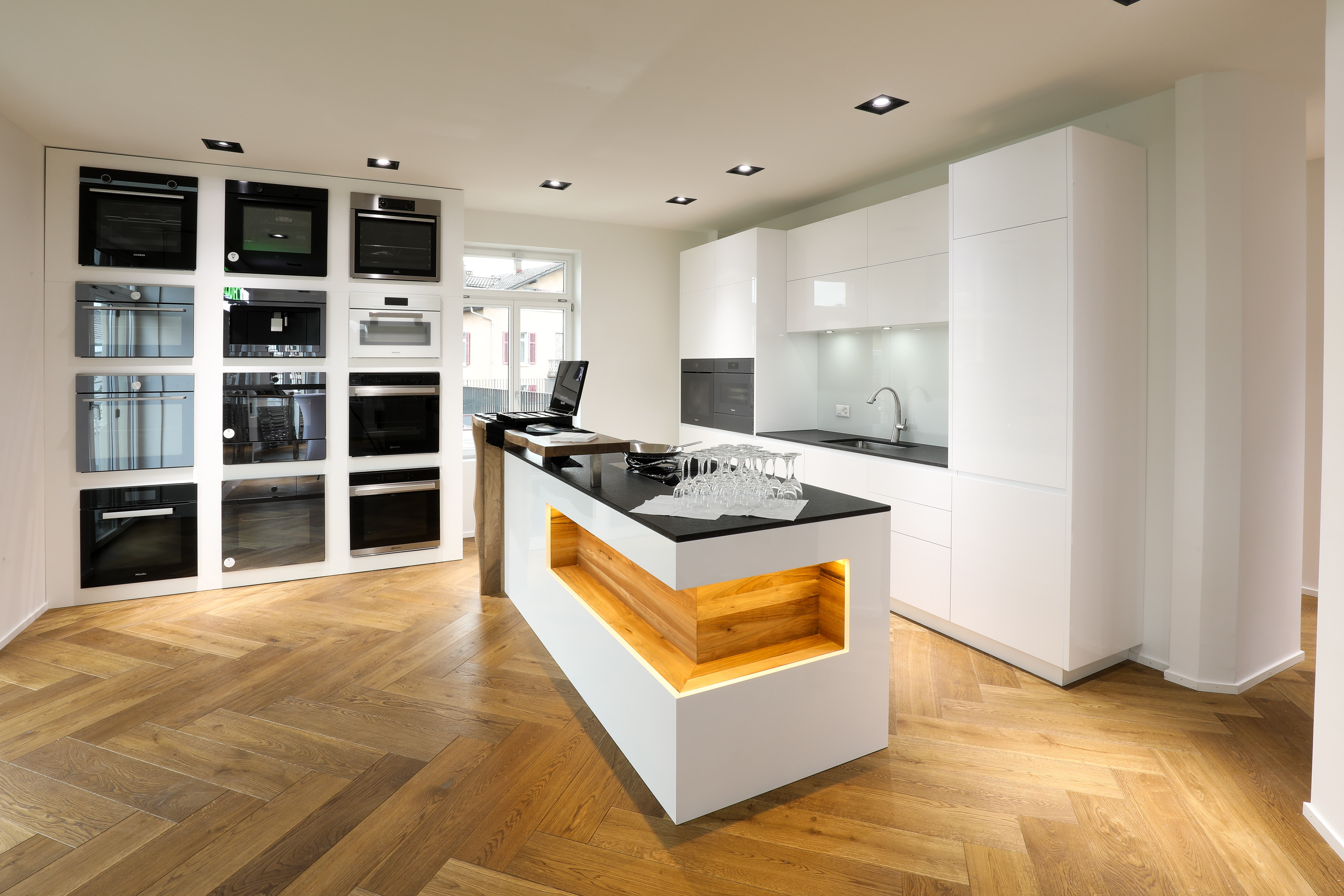 ProChuchi bietet Küchen an.