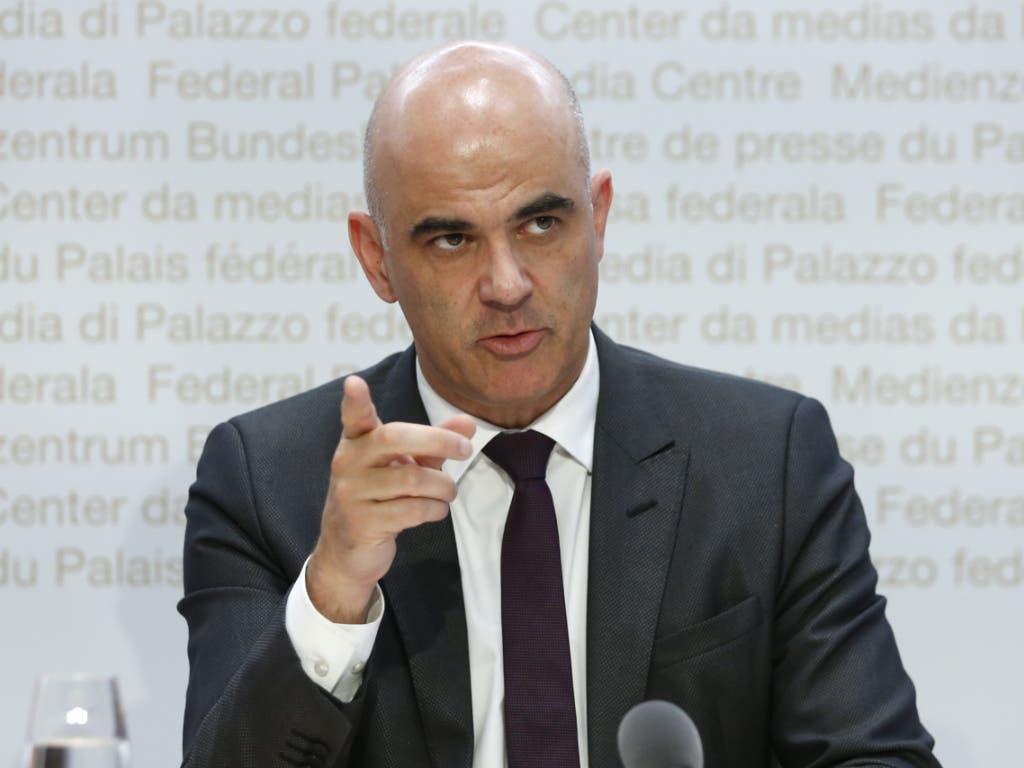 Bundesrat Alain Berset sieht die Kantone beim Aufbau des Contact Tracing in der Pflicht.
