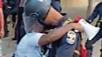 Trotz Mordanklage gegen Polizisten: Massenproteste in den USA gehen weiter
