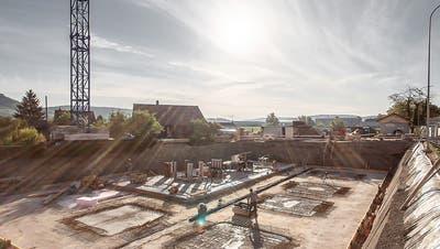 Blick auf die Schööfferwis-Baustelle in Kaltenbach. ((Bild: PD))