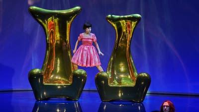Kein Gastspiel: Herbert Fritschs «Salome» feierte im Dezember 2019 Premiere. Im Bild Heather Engebretson als Salome. (Bild: PD/Luzerner Theater)