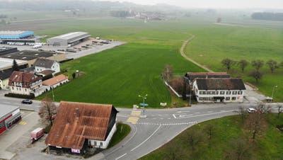 Auf der grossen Wiese in der Bildmitte soll der kantonale Werkhof für den Oberthurgau entstehen. (Bild: Reto Martin)