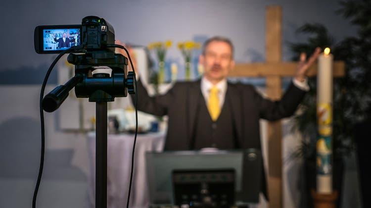 Internet-Gottesdienst in der Bischofszeller Johanneskirche mit Pfarrer Paul Wellauer. (Michel Canonica)