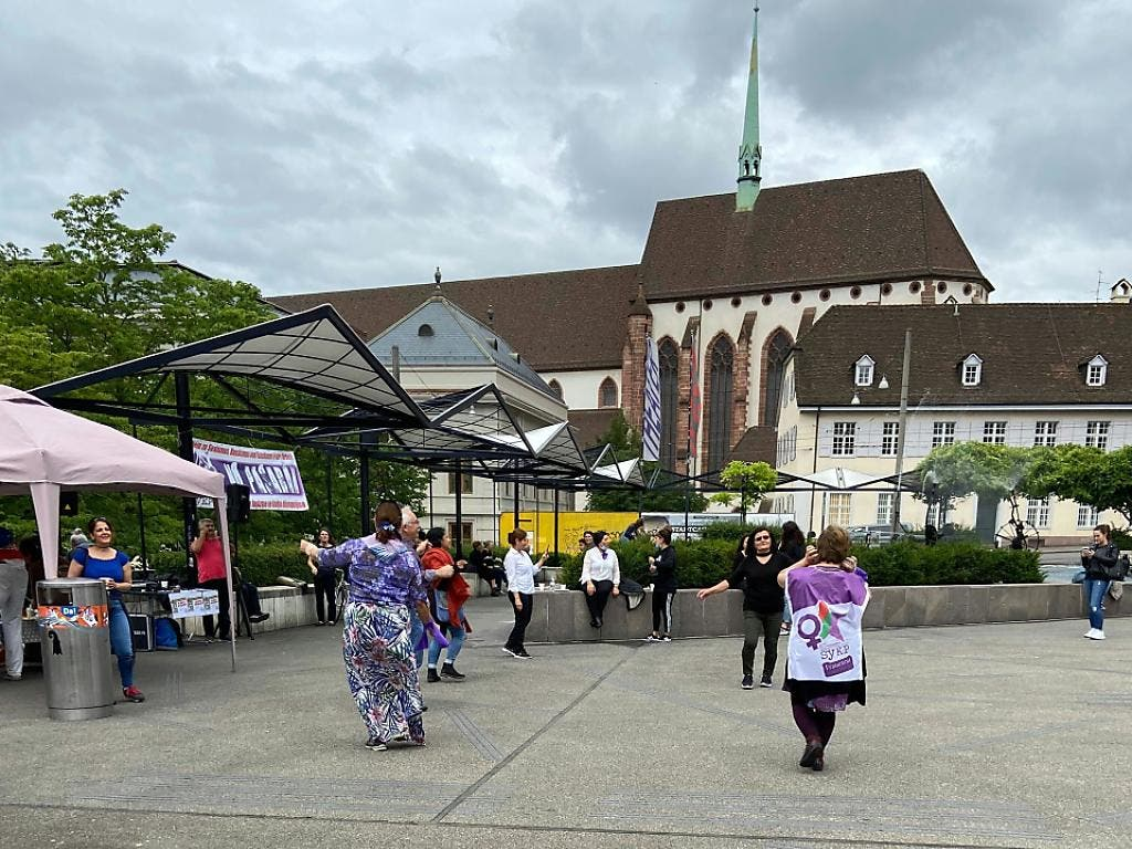 Wie in Basel finden in zahlreichen Schweizer Städten Frauenstreik-Aktionen statt.