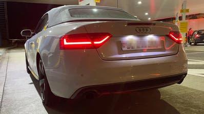 Ein Autoposer mit einem Audi. (Bild: PD)