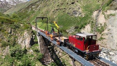 Reibungslos konnte an Pfingsten die im Winter eingeklappte Steffenbachbrücke aufgestellt und in Betrieb genommen werden. (Bild: PD)