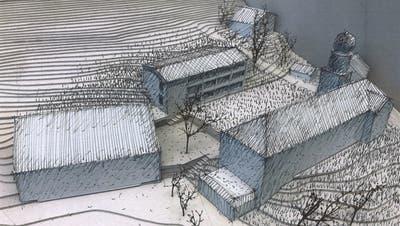 Mit dem Schulhaus (hinten rechts) sowie dem Mehrzweckgebäude (links) und der Kirche mit Pfarrhaus ergibt sich in Libingen eine Einheit, die mit einer Holzschnitzelheizung betrieben wird. (Bild: Peter Jenni)