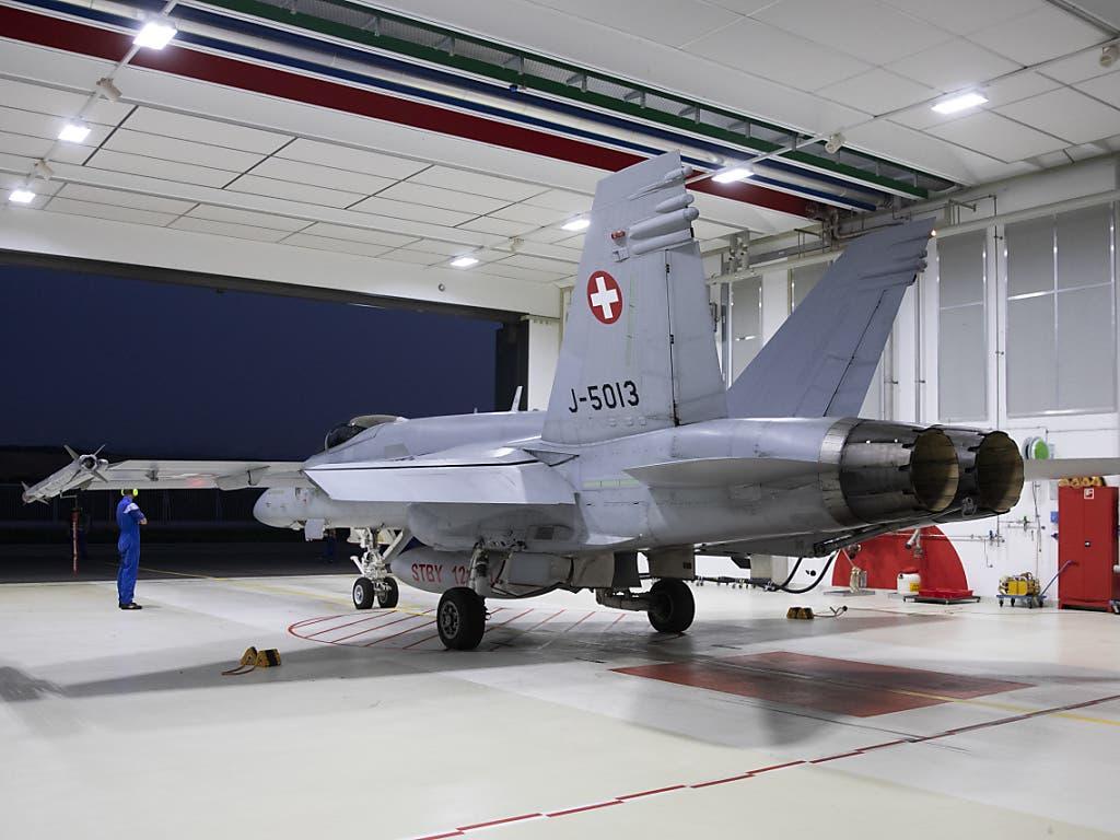 Ein F/A-18-Kampfjet der Schweizer Luftwaffe ist im Oktober 2015 auf einem Trainingsflug im französischen Grenzgebiet abgestürzt. Der 38-jährige Pilot konnte sich mit dem Schleudersitz retten.