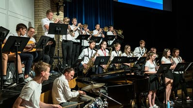 Wird heuer nicht an der Abschkussfeier der WMS zu hören sein: die Big Band der Kanti Zug an der Feier 2019. (Bild:Christian H. Hildebrand, Zug, 28. Juni 2019))