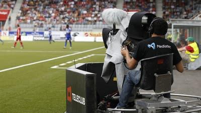 Teleclub filmt – und untersagt Public Viewings der Geisterspiele in der Super League. (Bild: Keystone)