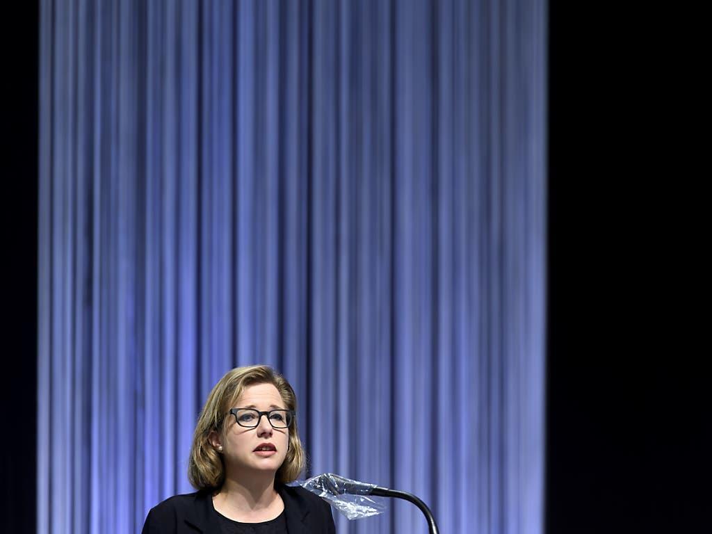 Der Vorhang fällt. Nationalrätin Christa Markwalder (FDP/BE) und ihre Kolleginnen und Kollegen zügeln für die Herbstsession zurück ins Bundeshaus.