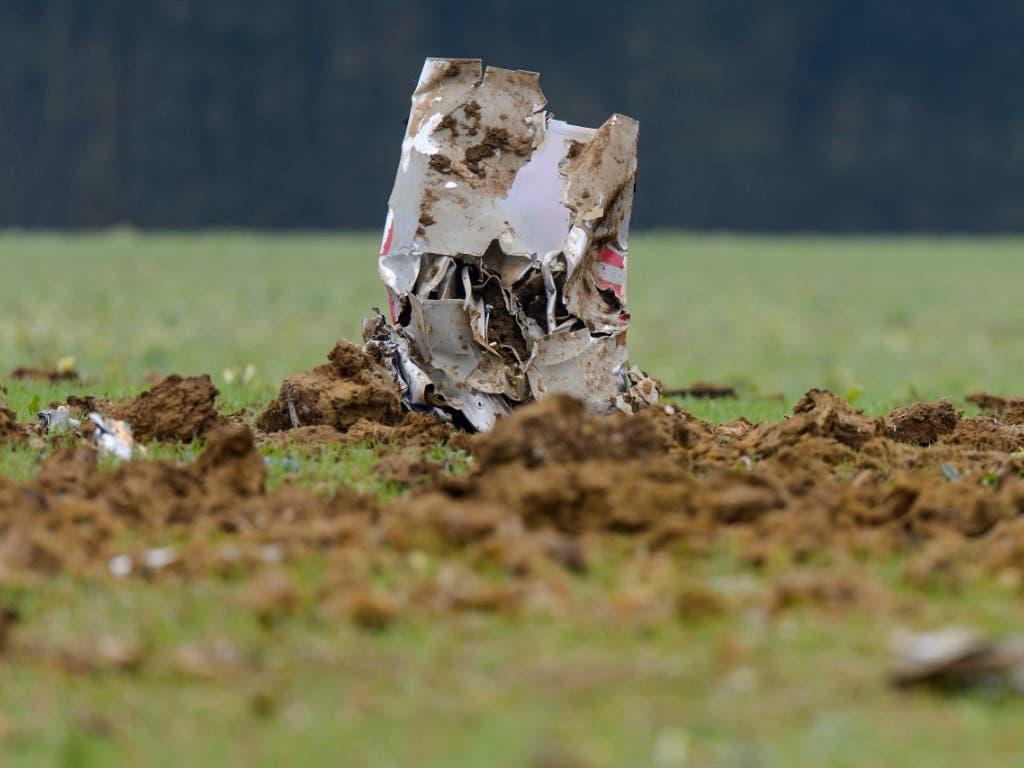 Ein Wrackteil des in der Nähe der französischen Stadt Besançon abgestürzten F/A-18-Kampfjets der Schweizer Armee im Oktober 2015.