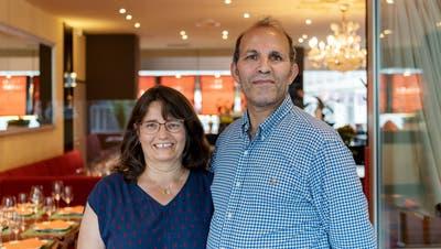 Das Wirtepaar Christine und Chaouki Hamdar im Restaurant Pärkli: Sie serviert, er kocht. (Nik Roth)