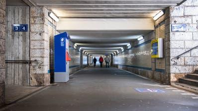 Die Bahnhofunterführung in Gossau darf nicht mit dem Velo befahren werden. Eine zweite Unter- oder Überführungsoll Abhilfe schaffen. (Bild: Urs Bucher (14. Oktober 2019))