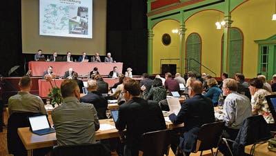 Coronapause geht zu Ende: Trotzdem bleibt die Pandemie im Wiler Stadtparlament deutlich spürbar