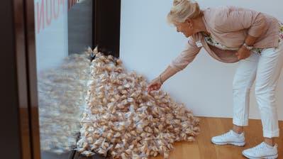 In Zeiten der Pandemie kann jeder ein Stück Glück gebrauchen: Glückskekse-Installation «Untitled» (Fortune Cookie Corner) von Felix Gonzalez-Torres im Kunstmuseum Liechtenstein. (Sandra Maier)