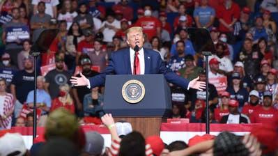 US-Präsident Donald Trump spricht vor seinen Anhängern in Tulsa, Oklahoma. (Bild: Keystone)