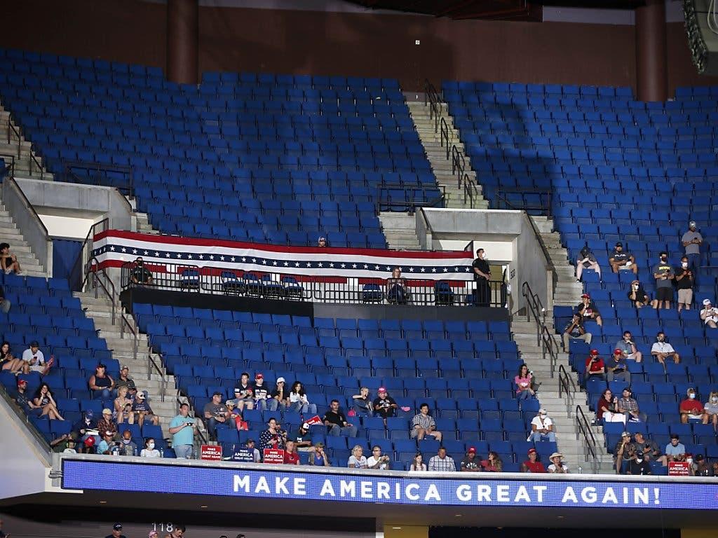 Halbleere Ränge: Der Wahlkampfstart nach der Corona-Pause verlief in Tulsa nicht ganz nach US-Präsident Donald Trumps Wunsch.