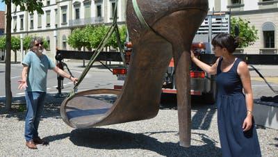 Das ist nicht Frauenfelds erster Denkmalsturz, sondern Sündarellas Züglete mit Schuhgrösse 500