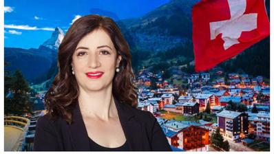 Ylfete Fanajwurde in zur Feier ihrer Wahl mit rot gefärbten Lippen vor eine idyllische Schweizer Landschaft montiert.https://diasporashqiptare.al/2020/06/23/ylfete-fanaj-zyrtarisht-presidentja-e-pare-shqiptare-e-parlamentit-te-lucernes/