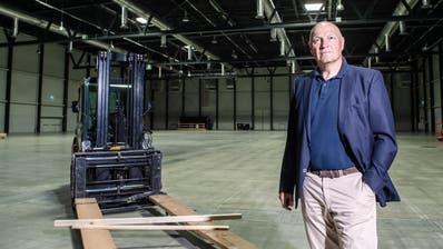 Markus Lauber, Vorsitzender der Geschäftsleitung der Messe Luzern, in der leeren Messehalle. (Boris Bürgisser(Luzern, 24. Juni 2020))