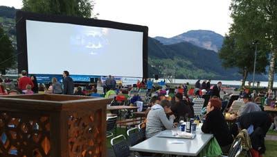 Das Kinospektakel im Strandbad Buochs-Ennetbürgen findet auch diesen Sommer statt – aber verkürzt. (Bild: Sepp Odermatt(Buochs, 2. Juli 2018))