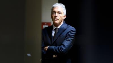 DerDruck aus der Politik und von seiner Aufsicht steigt: Bundesanwalt Michael Lauber. (Bild: Anthony Anex / Keystone)