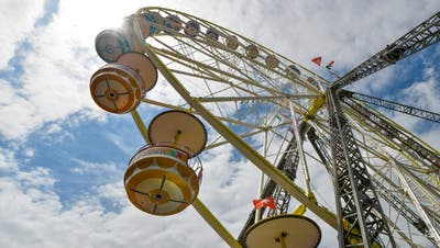 Mit einem Riesenrad (wie vergangenes Jahr am Mitsommerfest) will die Stadt die Innenstadt aufwerten. ((Bild: Donato Caspari))
