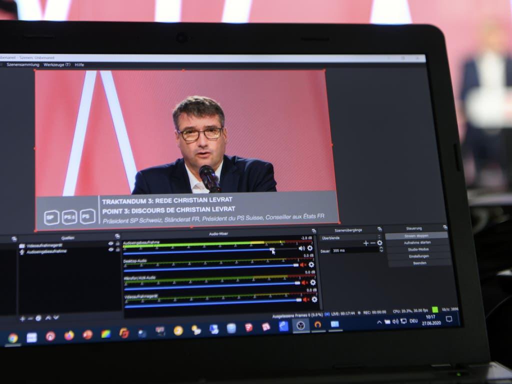 SP-Parteipräsident Christian Levrat hat an der digitalen Delegiertenversammlung der SP, welche die meisten Delegierten virtuell verfolgten, die Wichtigkeit von Solidarität sowie eines starken Service Public betont.