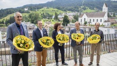 Der neue Stadtrat von Kriens (von links) mit Roger Erni (FDP), Marco Frauenknecht (SVP), Christine Kaufmann (CVP), Maurus Frey (Grüne) und Cla Büchi (SP) auf dem Dach des Stadthauses. (Bild: Urs Flüeler/Keystone (28. Juni 2020))