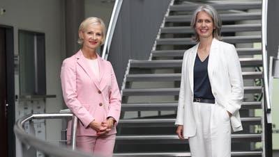 Glänzend wieder gewählt: Manuela Jost, GLP (links) und Franziska Bitzi Staub, CVP. (Bild: Philipp Schmidli)