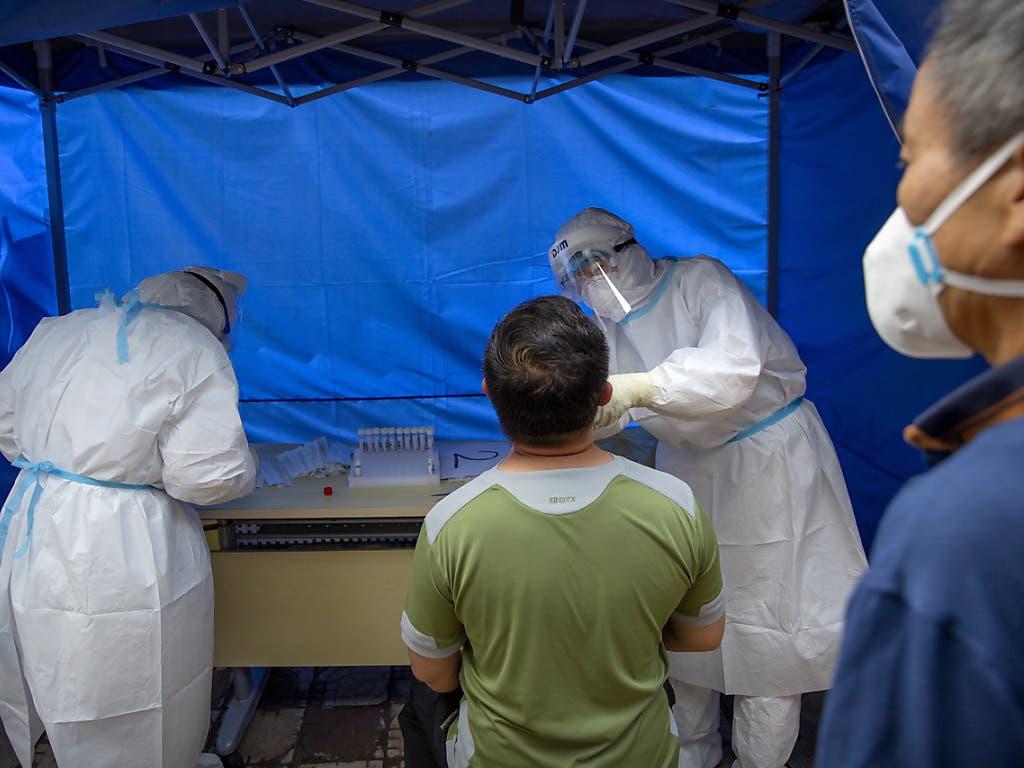 Massentest in China: Mehrere Millionen Einwohner der chinesischen Hauptstadt Peking mussten sich in den vergangenen Tagen einem Coronavirus-Test unterziehen.