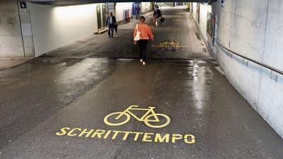 Für Velofahrer wird es eng: Nach Abschluss der Bauarbeiten am Bahnhof Wil gilt in der Unterführung Ost ein Fahrverbot – als Ersatz könnte der stillgelegte Posttunnel dienen