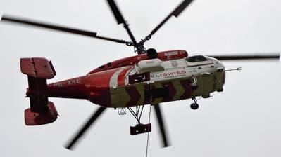 Kommen acht Masten geflogen:Mit einem Schwerlastenhelikopter erfolgte gestern die Montage der Seilbahntechnik für das Projekt Wildhaus 2.0.