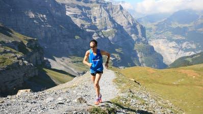 Der Obwaldner Marathonläufer Viktor Röthlin trainiert fast täglich. Derzeit läuft bei ihm die Vorbereitung auf den Schnebelhorn-Panoramatrail in Mosnang. Auch auf den höchsten Zürcher Berg an der Grenze zum Kanton St.Gallen geht es aufwärts. (Bild: PD)